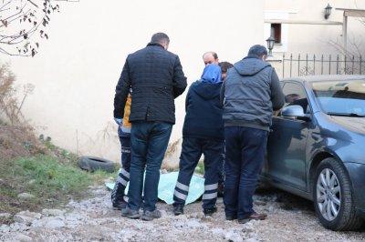 Yaşlı adam otoparkta ölü bulundu