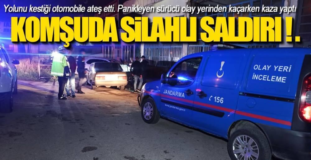 OTOMOBİLİN YOLUNU KESTİ, ATEŞ ETTİ !.