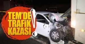 TEM'DE TRAFİK KAZASI !..2'si ağır 3 yaralı